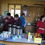 Die fleißigen Damen von Kaffee und Kuchen